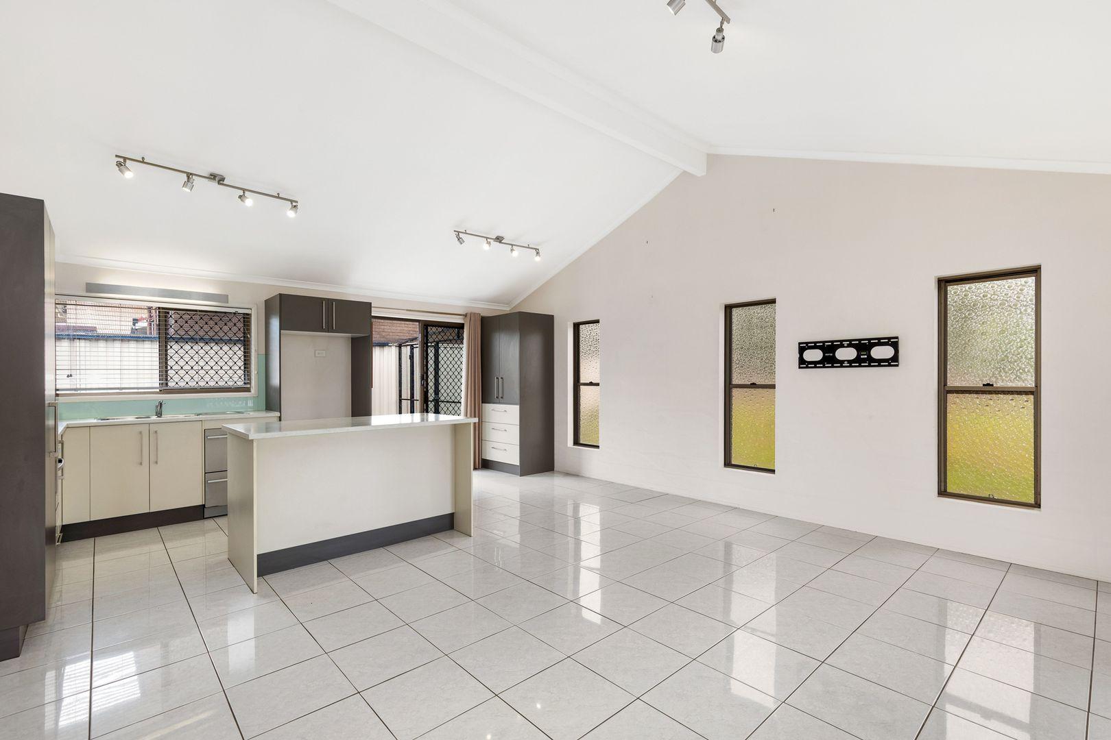 24 Frinton Street, Wishart QLD 4122, Image 2