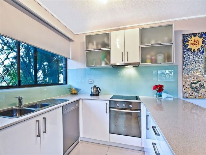 2/186 'Narrowneck Lodge' Ferny Avenue, Surfers Paradise QLD 4217, Image 2