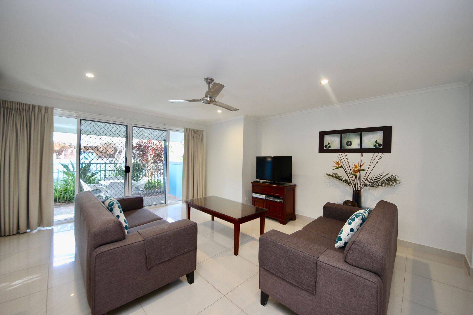10 Alexandra Avenue, Mermaid Beach QLD 4218, Image 1