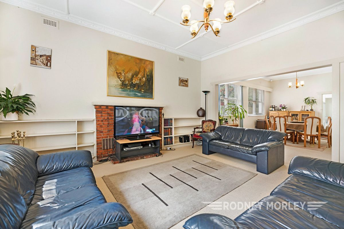 14 Linlithgow Avenue, Caulfield North VIC 3161, Image 2