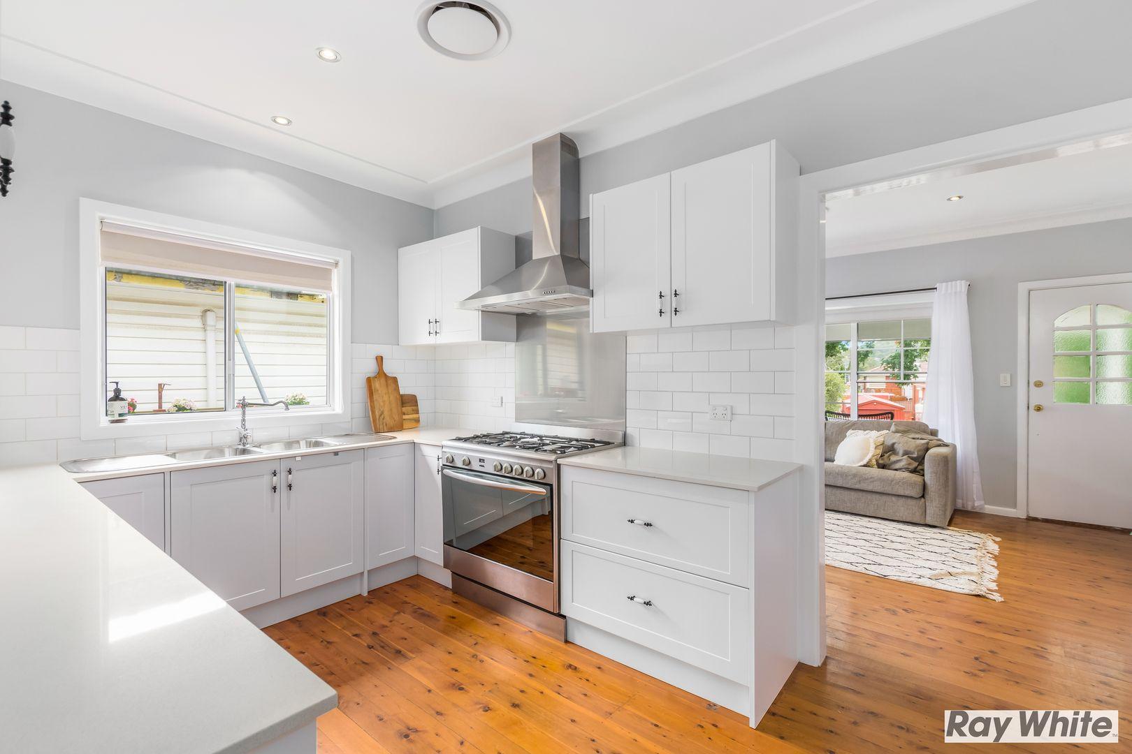 28 Burrell Crescent, Dapto NSW 2530, Image 2
