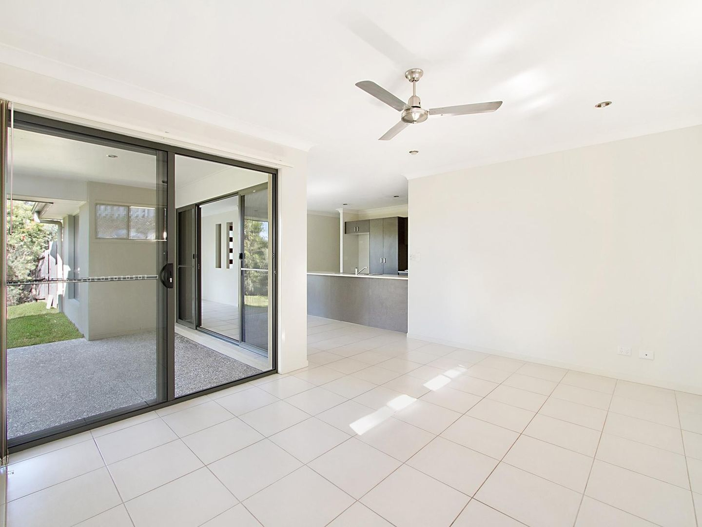 14 Aspect Place, Pacific Pines QLD 4211, Image 2