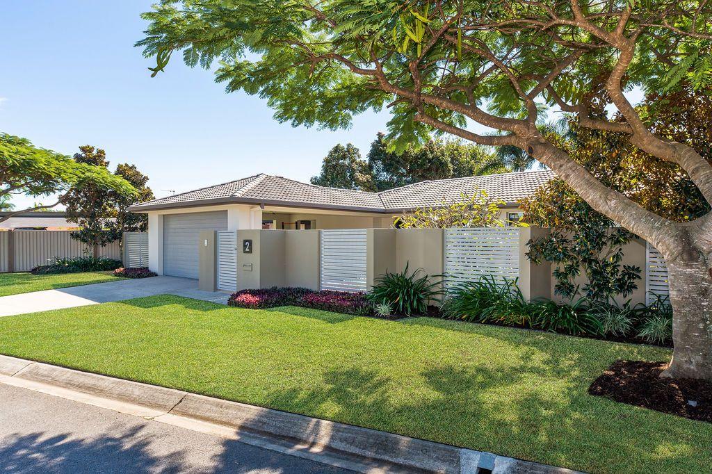 2 Tinba Court, Runaway Bay QLD 4216