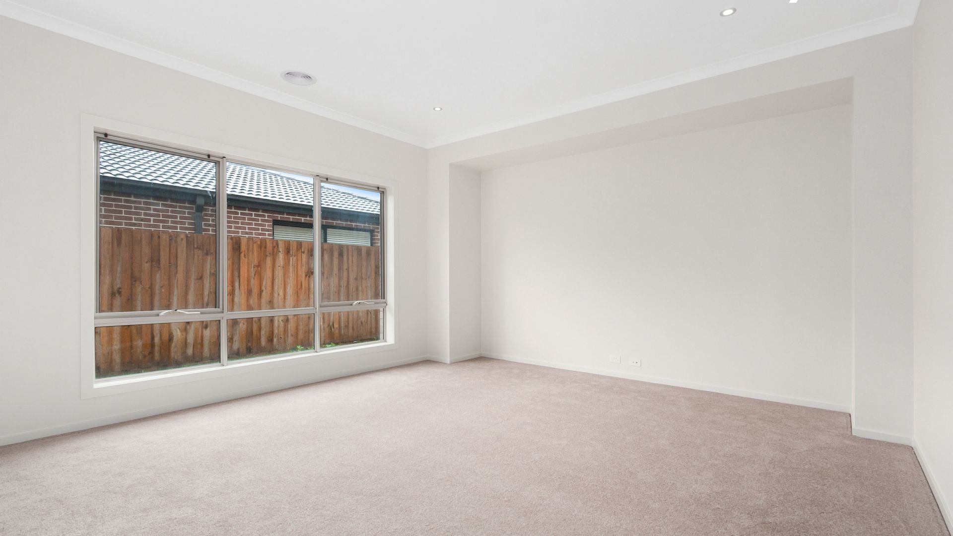 18 Lucy Crescent, Officer VIC 3809, Image 2