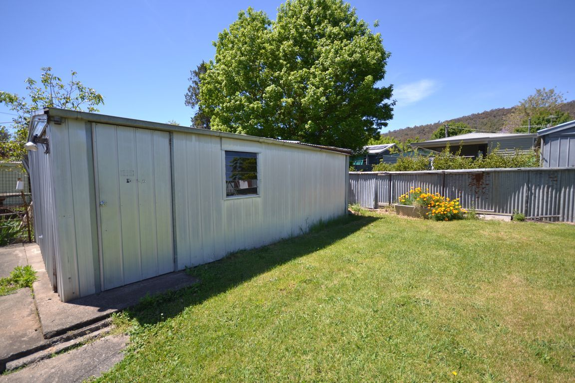14 Simmonds Street, Mount Beauty VIC 3699, Image 2