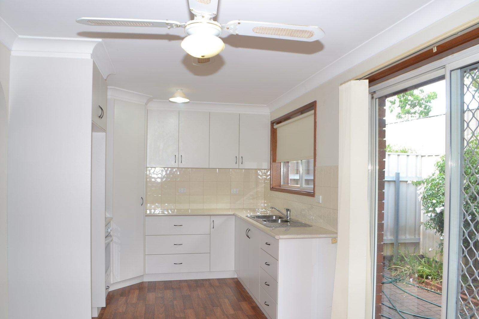 4/36 Collins Street, Turvey Park NSW 2650, Image 2