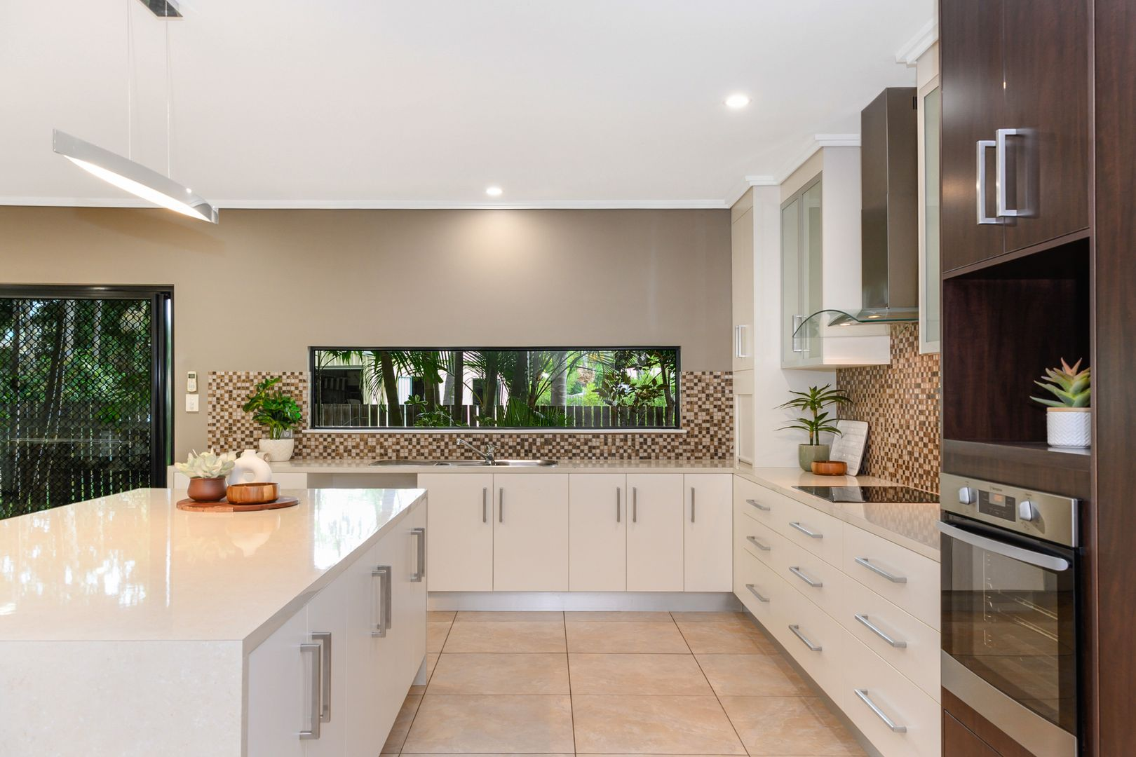 39 Marina Drive, Bushland Beach QLD 4818, Image 2
