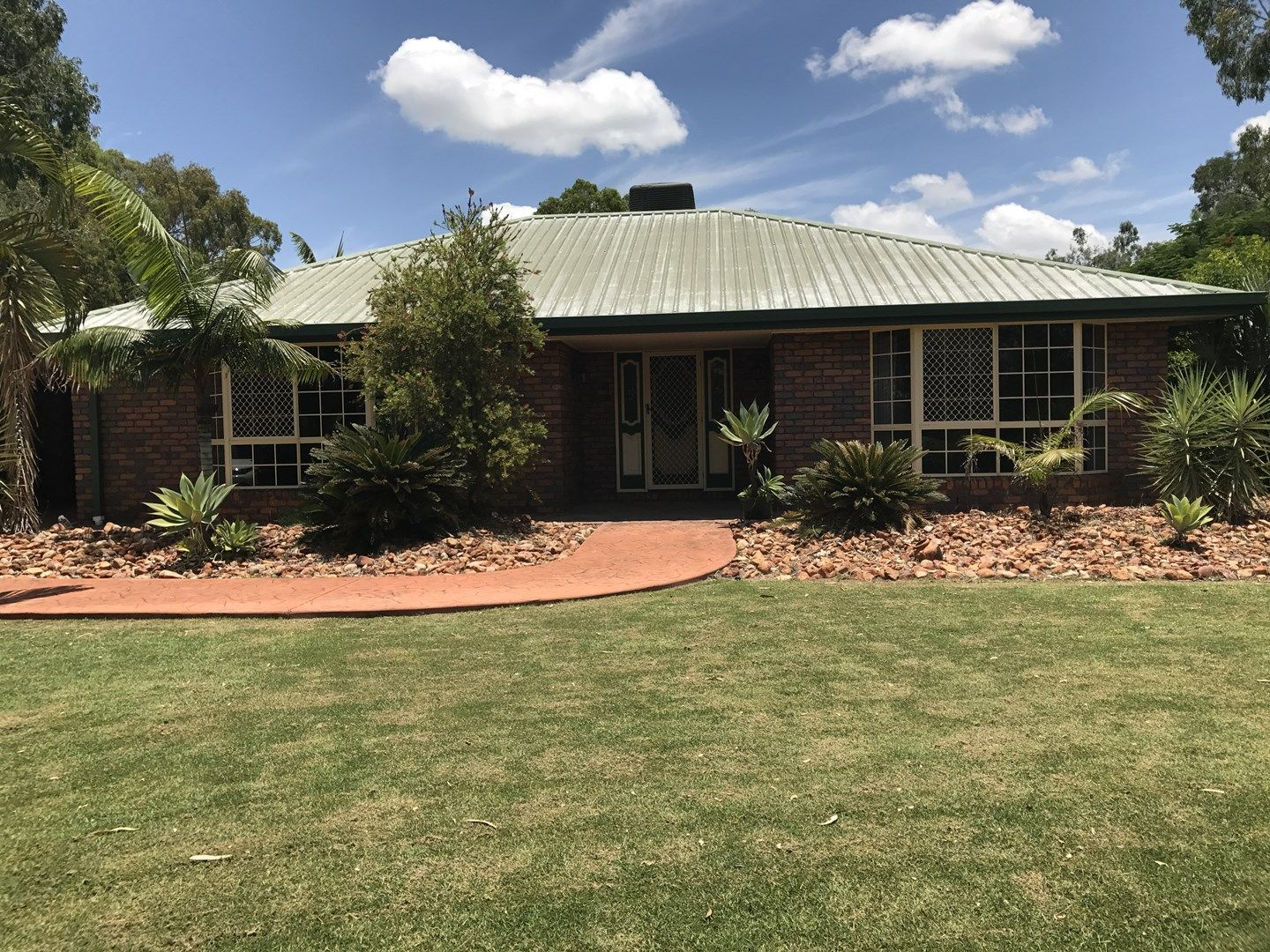 17 Batavia Court, Emerald QLD 4720, Image 0