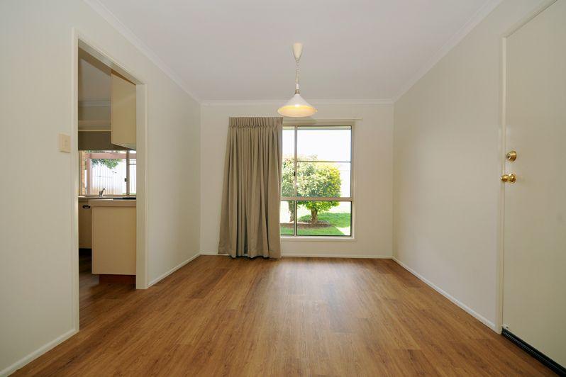6 Lacebark Court, Glenvale QLD 4350, Image 2