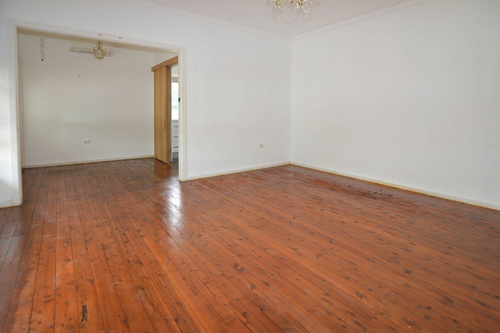 8 Sinclair Street, Gosford NSW 2250, Image 2
