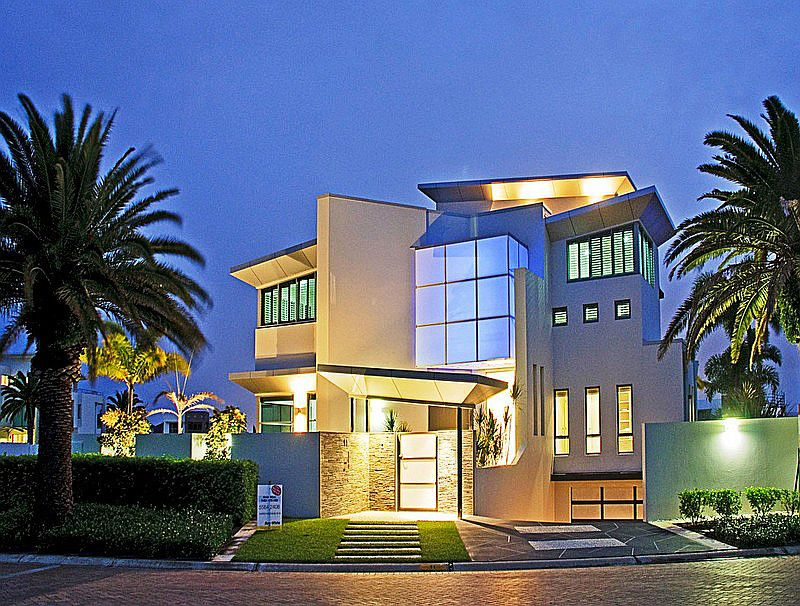 6 bedrooms House in 11 Knightsbridge Parade East SOVEREIGN ISLANDS QLD, 4216