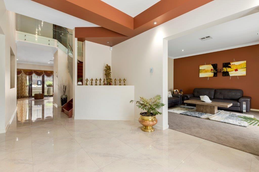 10 Jason Street, Sinnamon Park QLD 4073, Image 2