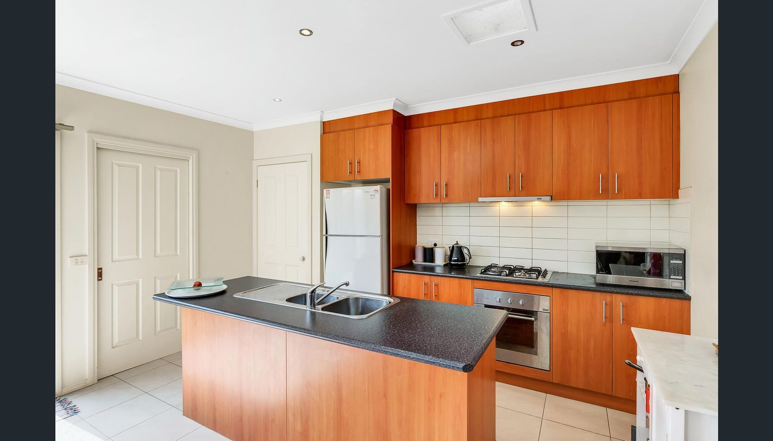 2/2 Don Avenue, Hoppers Crossing VIC 3029, Image 1