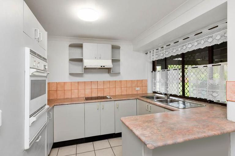 7 Claret Court, Kingston QLD 4114, Image 2