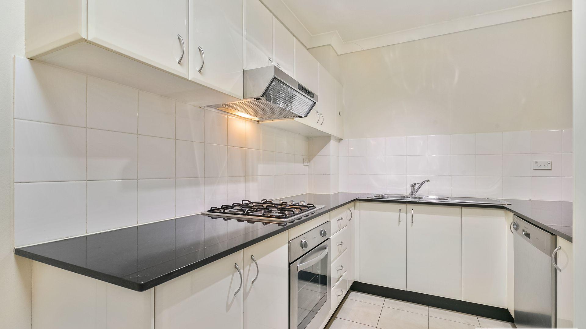 2/33-35 Eastbourne Avenue, Homebush West NSW 2140, Image 1