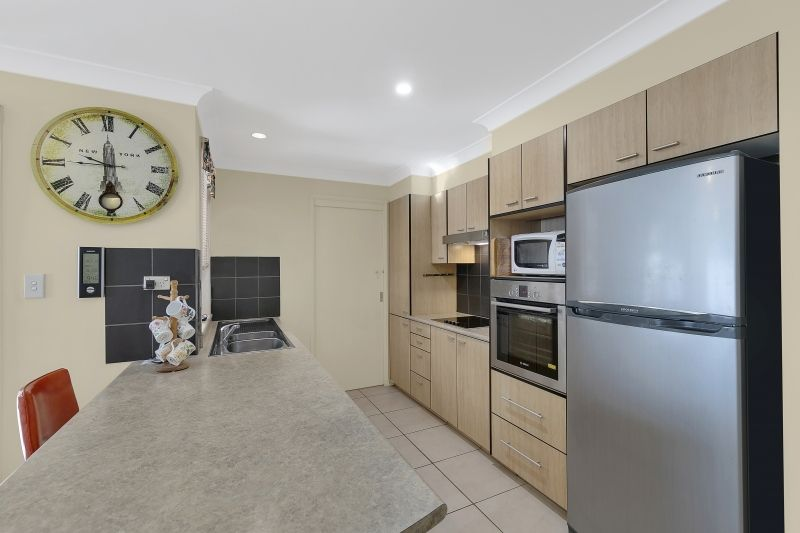 25 Castlereagh Crescent, Bateau Bay NSW 2261, Image 2