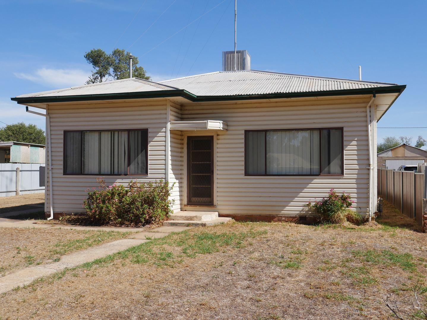 4 Banksia Avenue, Leeton NSW 2705, Image 0
