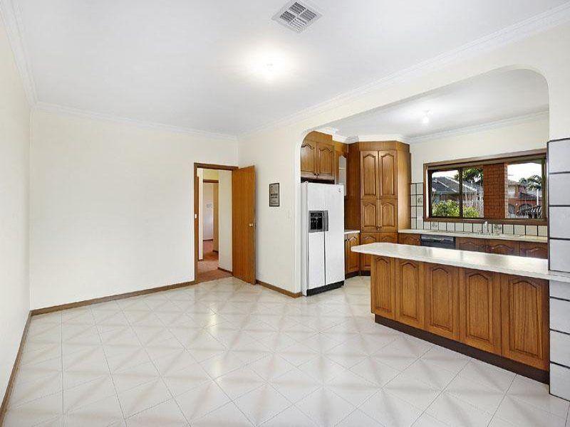24 Barbara Crescent, Avondale Heights VIC 3034, Image 2