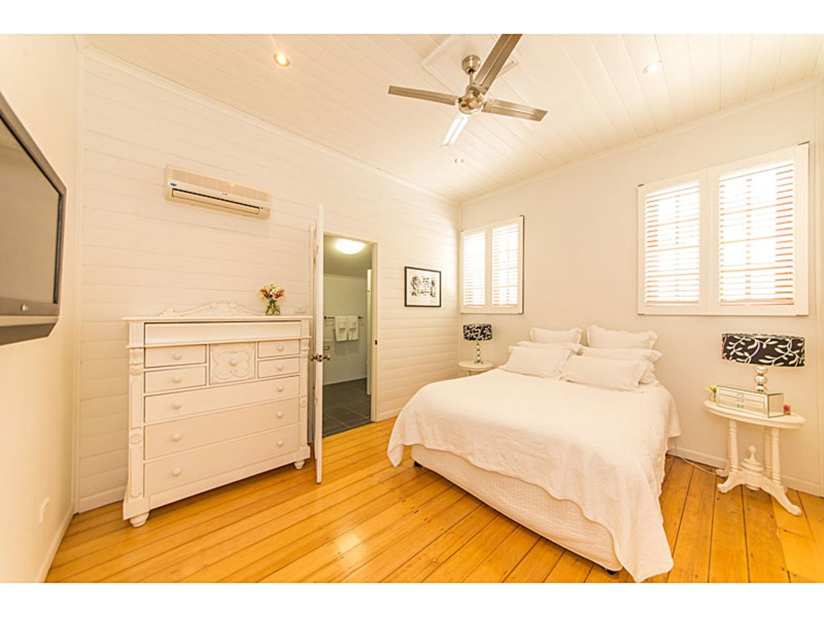32 Beaconsfield Tce, The Range QLD 4700, Image 2