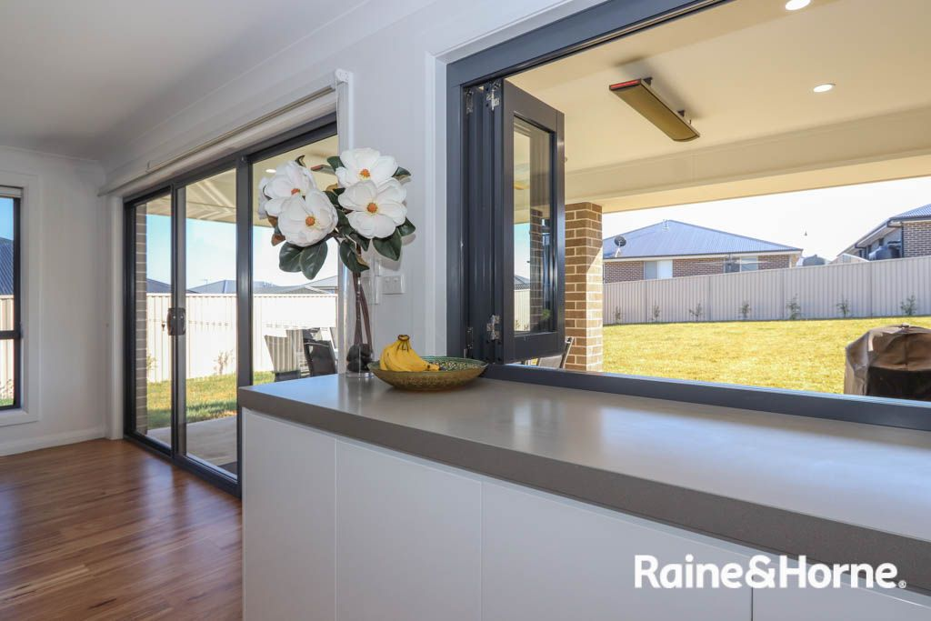 76 Wentworth Drive, Kelso NSW 2795, Image 2