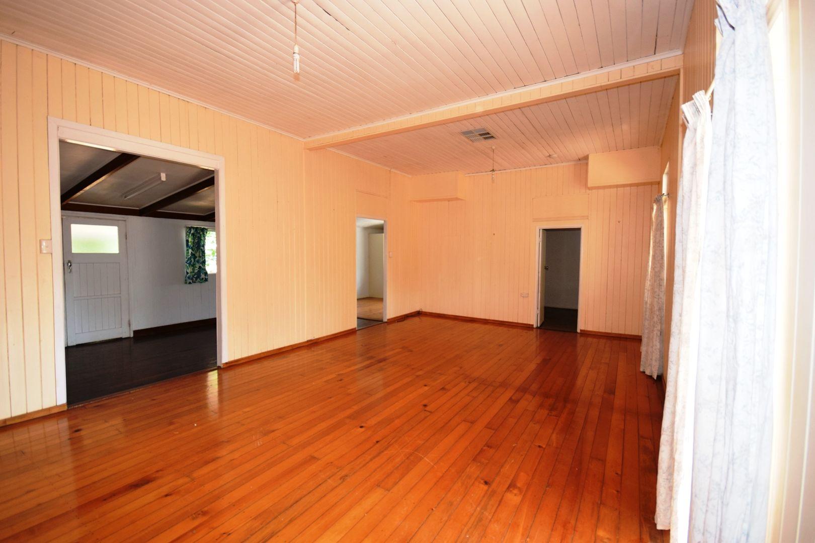 127 Crane Street, Longreach QLD 4730, Image 2