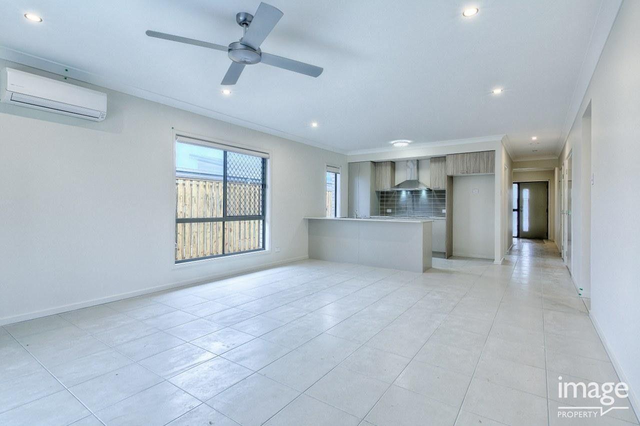 24 Frederick Place, Park Ridge QLD 4125, Image 1