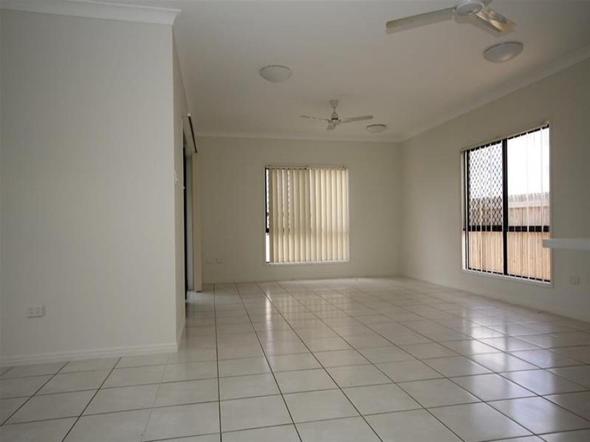 32 Hollanders Crescent, Kelso QLD 4815, Image 2