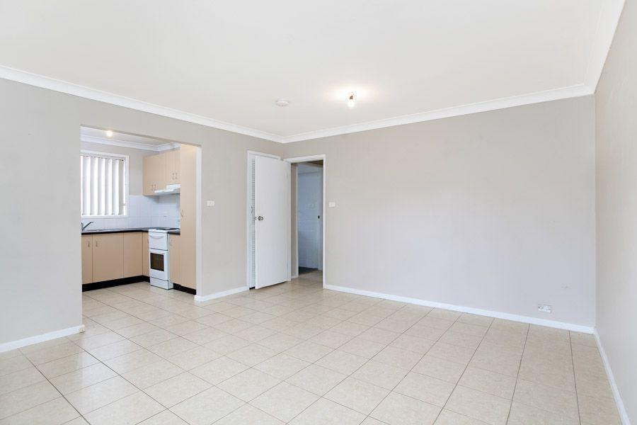 1/37 Kingsley Drive, Lake Heights NSW 2502, Image 2