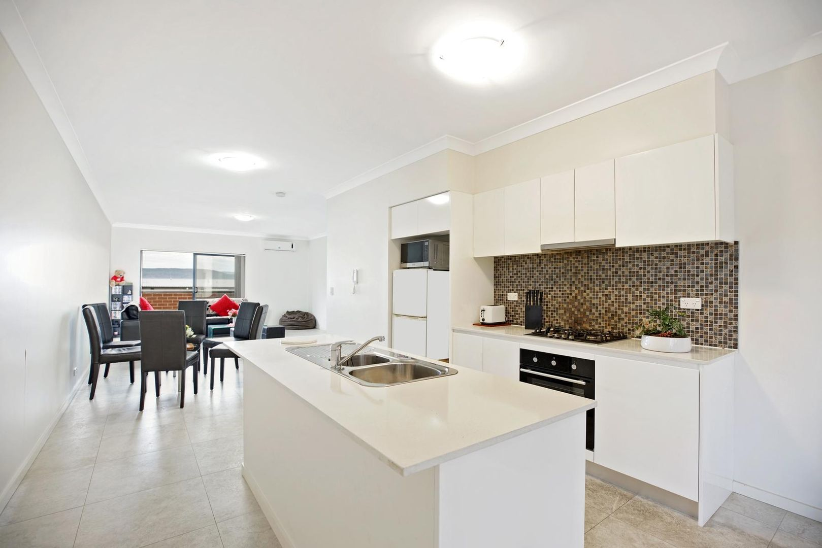 28/2 Glenmore Ridge Drive, Glenmore Park NSW 2745, Image 2
