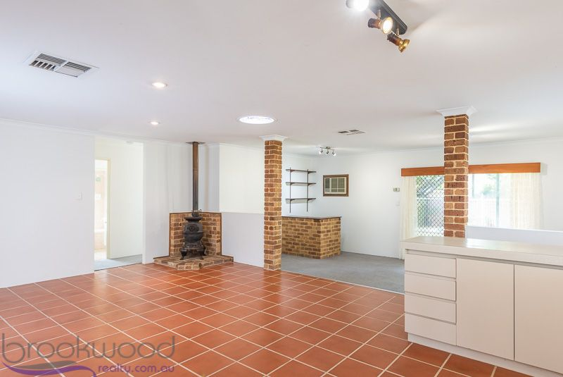 10 Opperman Place, Middle Swan WA 6056, Image 2