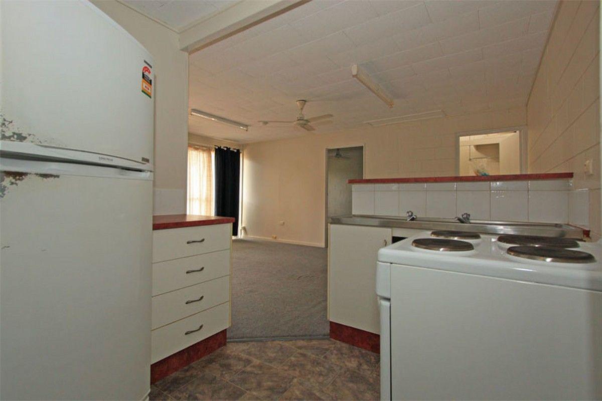 1/123 Harold Street, West End QLD 4810, Image 2