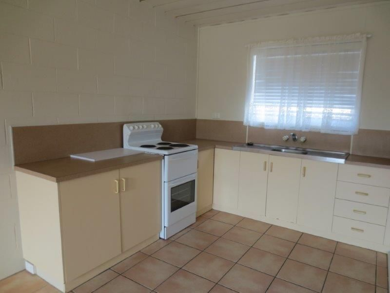 2/19 Thornber Street, North Mackay QLD 4740, Image 2