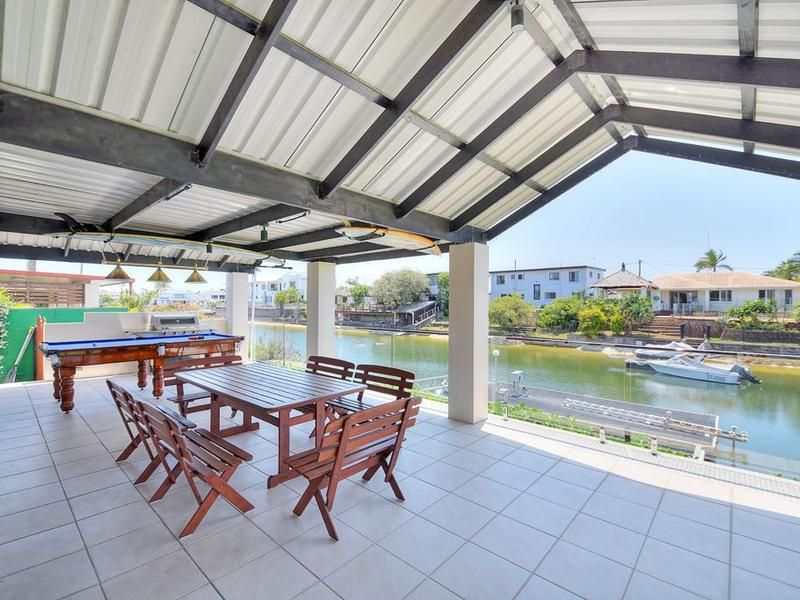 5 Mexicali Court, Broadbeach Waters QLD 4218, Image 2