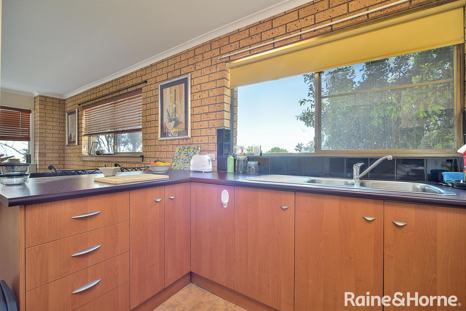 1/8 Yarroon Street, Gladstone Central QLD 4680, Image 2