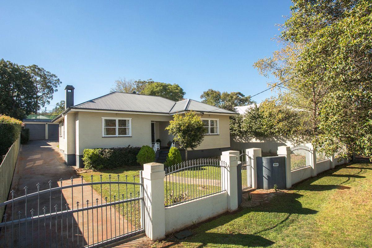 37 Geoffrey Street, Mount Lofty QLD 4350, Image 0