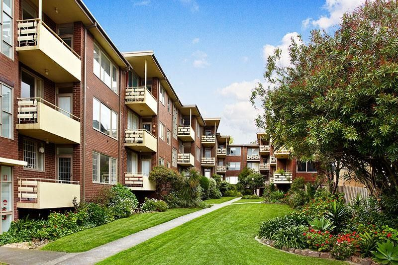 33 1 The Esplanade St Kilda Vic 3182 Apartment For Rent 420 Domain