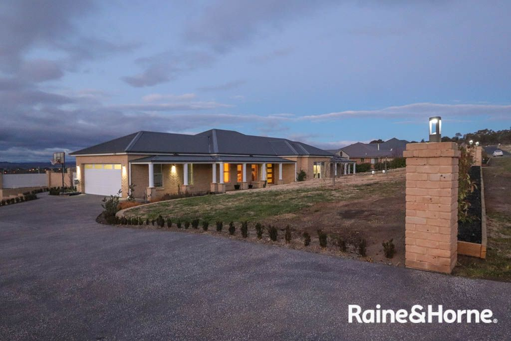 14 Robindale Court, Robin Hill NSW 2795, Image 2