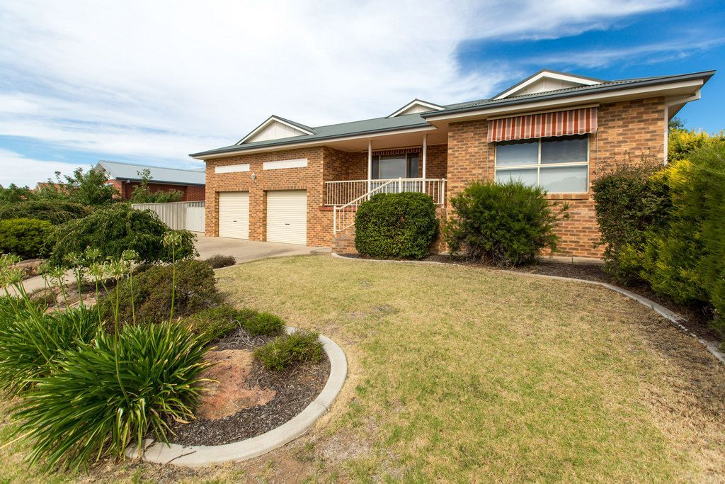 7 Lyndoch Place, Bourkelands NSW 2650, Image 1