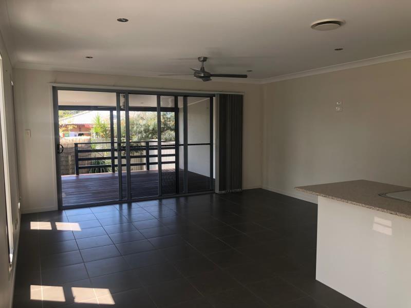 1/17 Eider Avenue, Paradise Point QLD 4216, Image 1