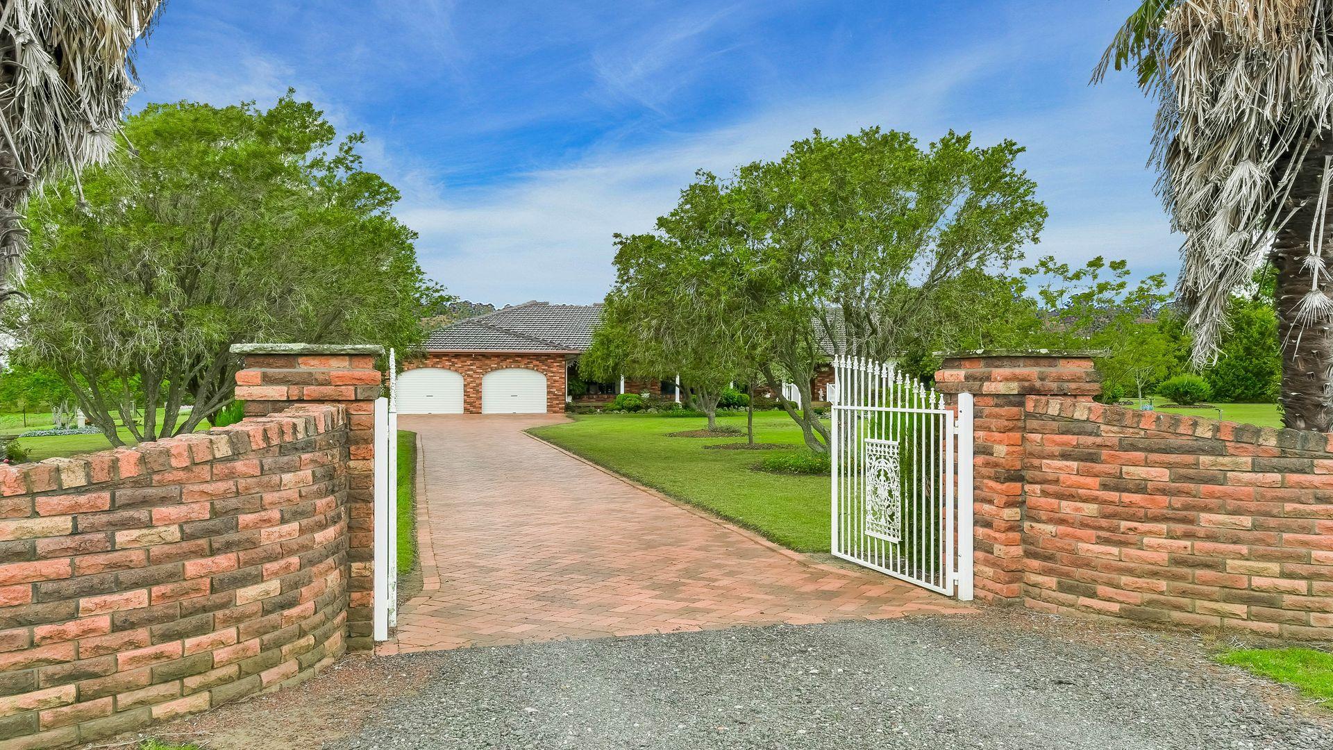 15 Mount View Close, Razorback NSW 2571, Image 1