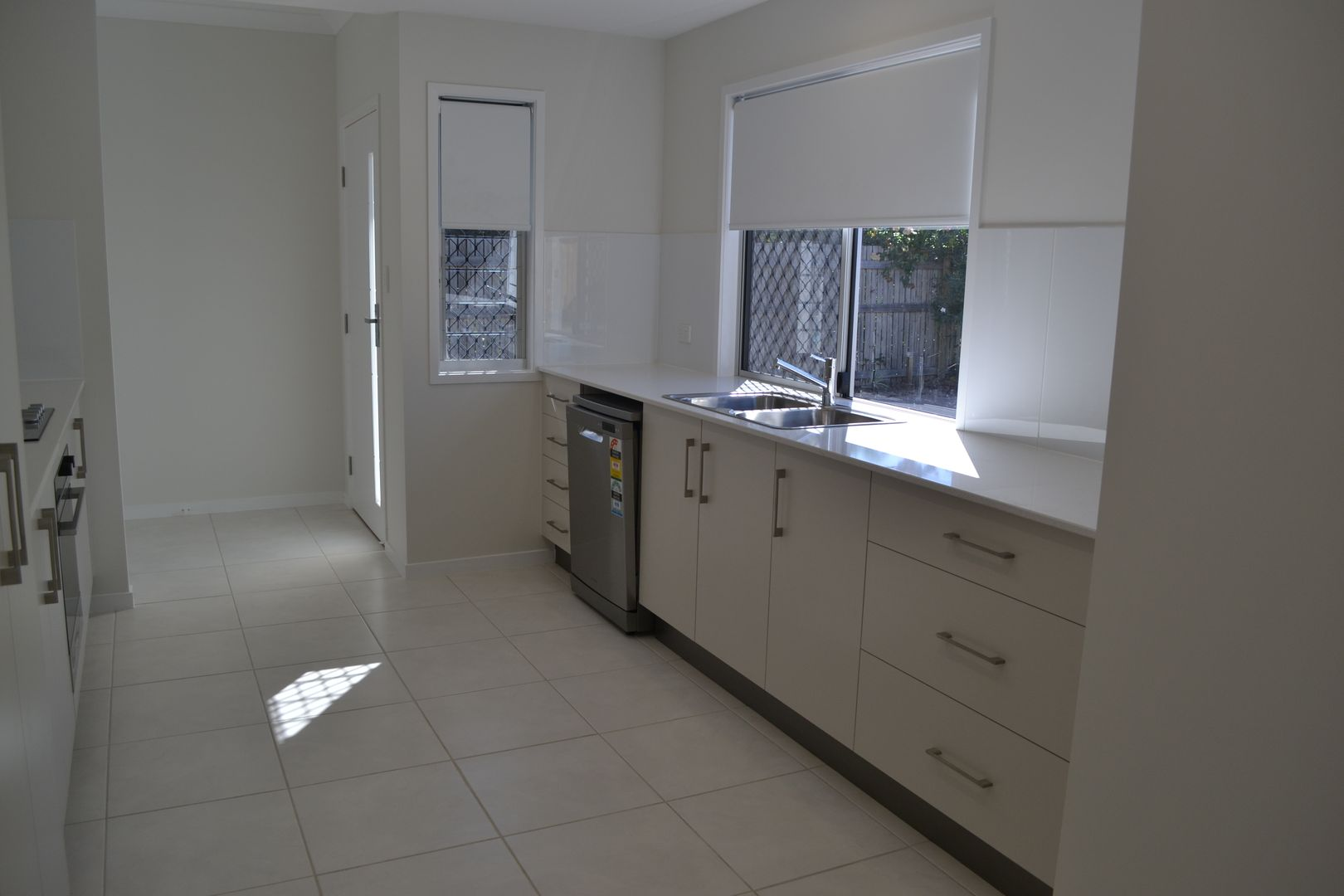 3/57 Livingstone Street, West End QLD 4810, Image 2