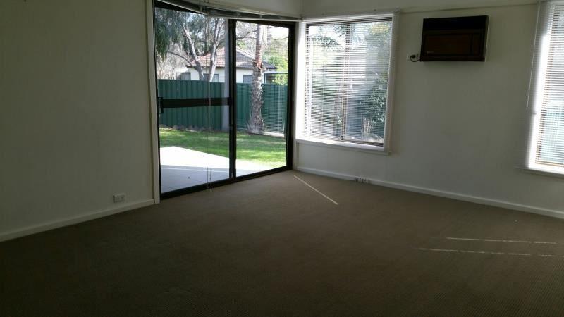 4 Chisholm Crescent, Bradbury NSW 2560, Image 2