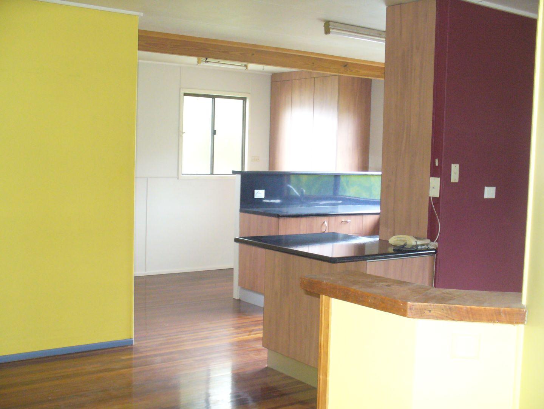 42 Mitchell Street, Monto QLD 4630, Image 2