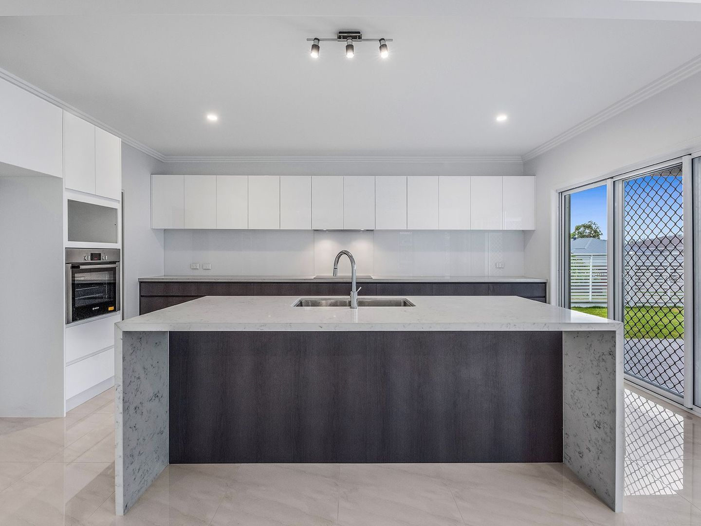 2 Regal Cl, Heathwood QLD 4110, Image 0