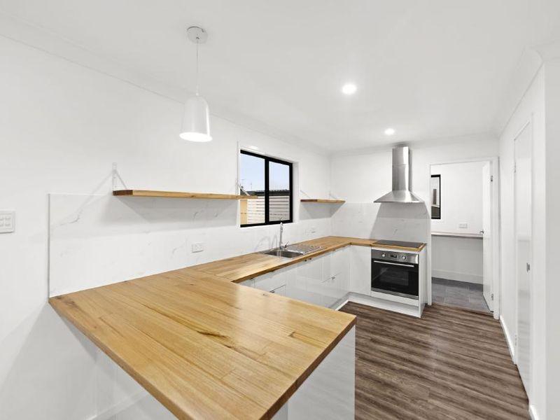 14 Emerald Place, Berkeley Vale NSW 2261, Image 2