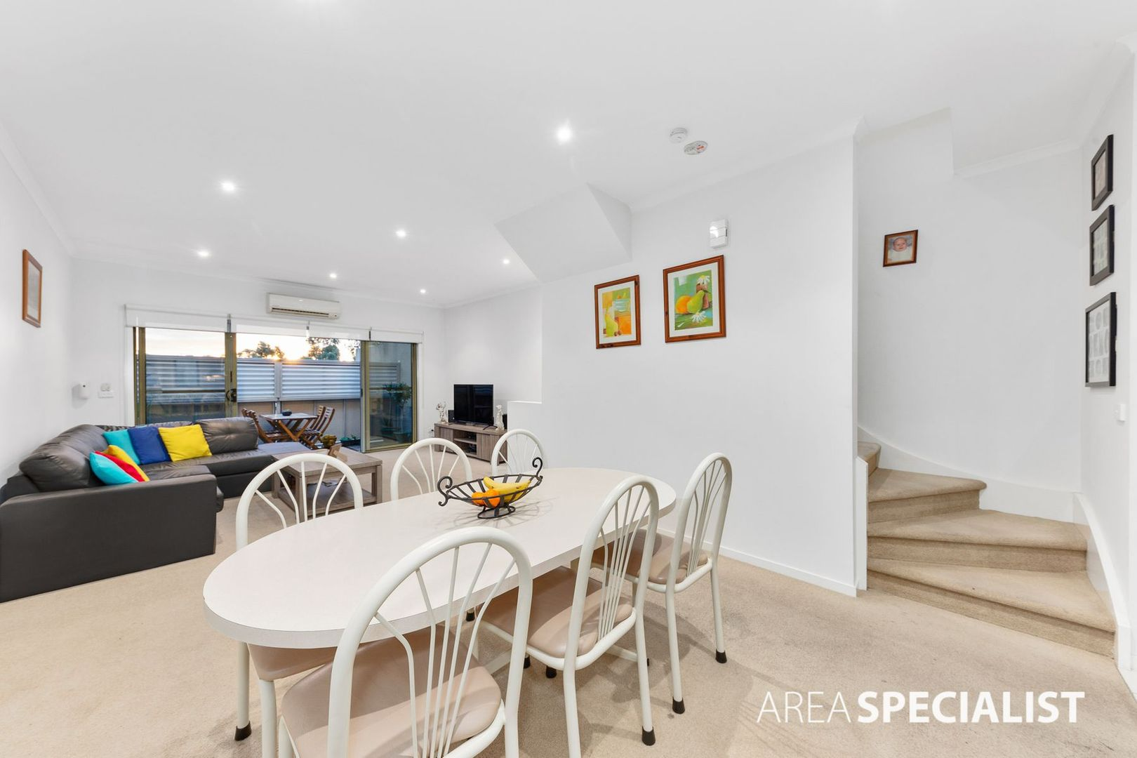 4/4 Hopetoun Green, Caroline Springs VIC 3023, Image 1