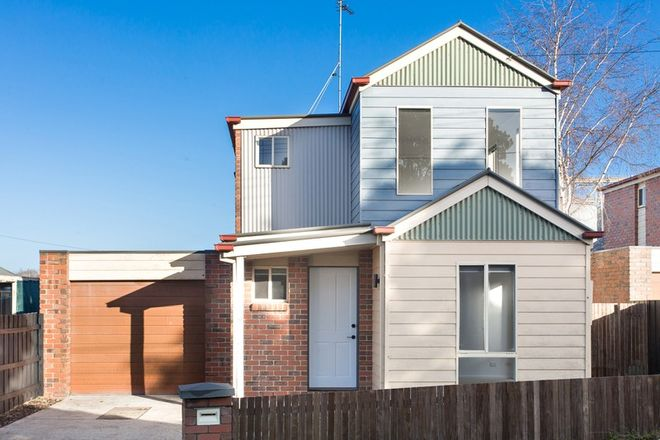 Picture of 2/11 Little Clyde Street, SOLDIERS HILL VIC 3350