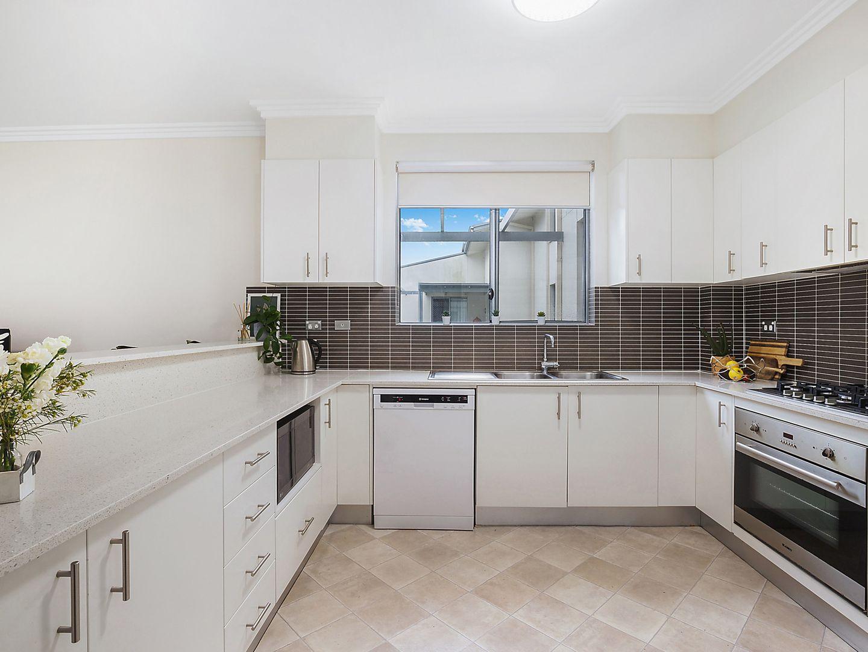 30/12 Sherwin Avenue, Castle Hill NSW 2154, Image 2