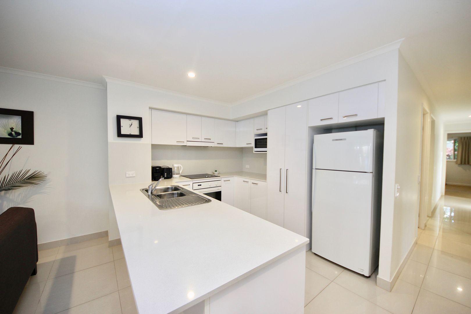 10 Alexandra Avenue, Mermaid Beach QLD 4218, Image 2
