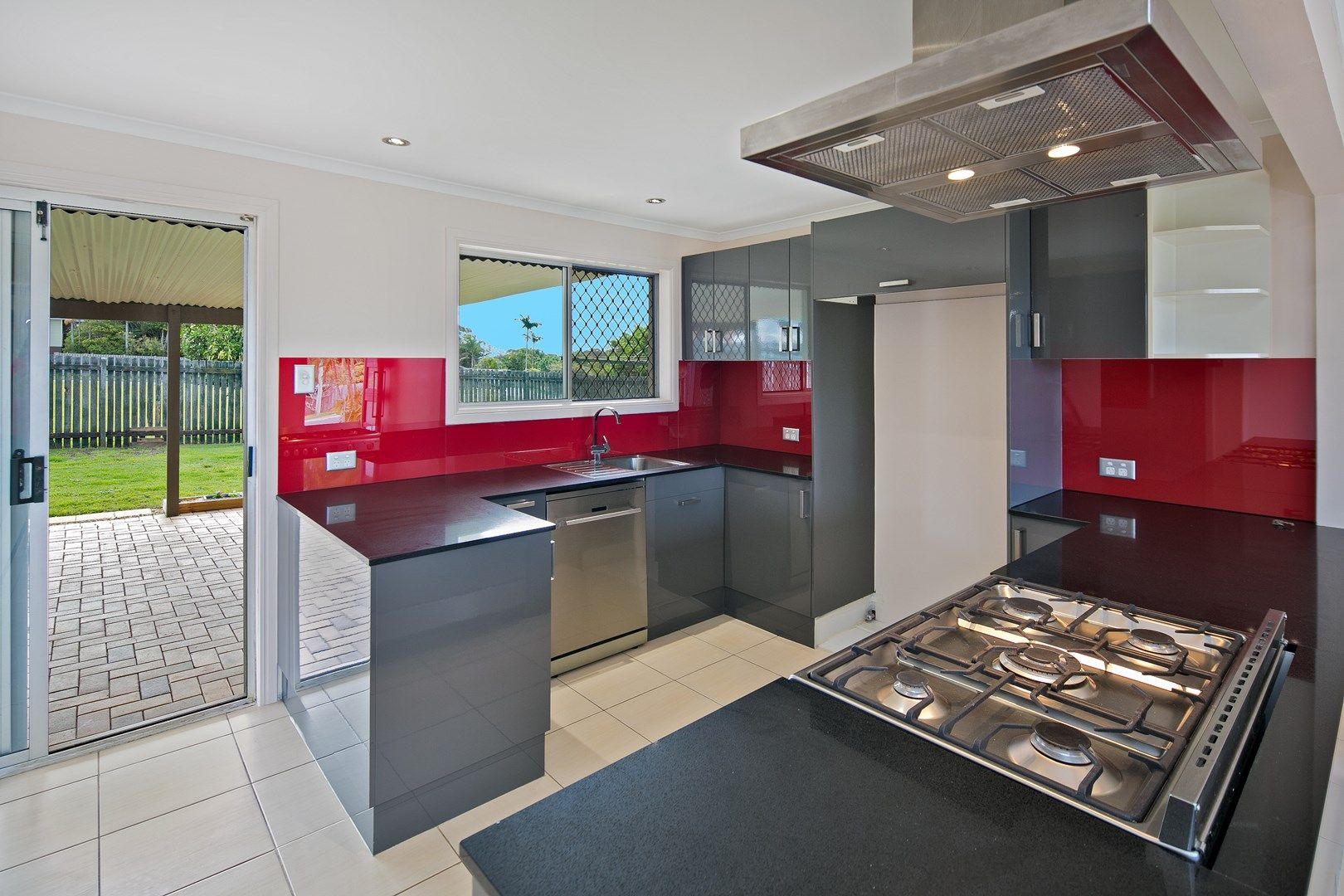 5 Heron Court, Birkdale QLD 4159, Image 0